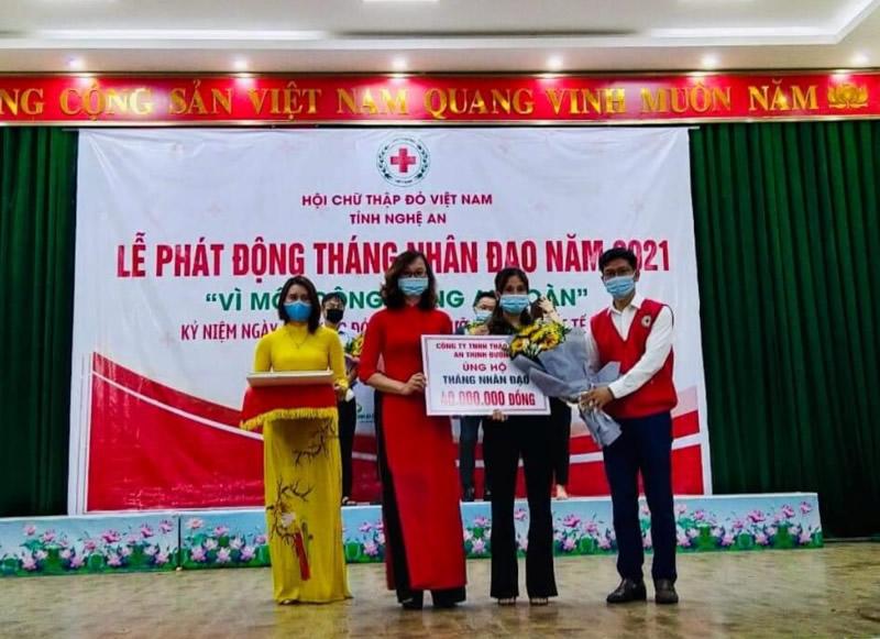"""Công ty TNHH Dược An Thịnh Đường trao tặng 40 triệu đồng hưởng ứng """"Tháng Nhân đạo 2021"""""""